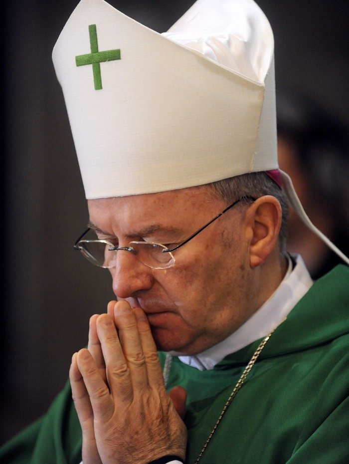 Luigi Ventura atuava como representante diplomático da Santa Sé na França desde 2009