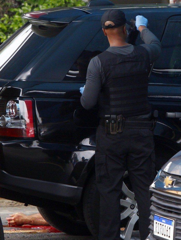 O carro do contraventor Fernando Iggnácio foi atingido por disparos de fuzil AK-47