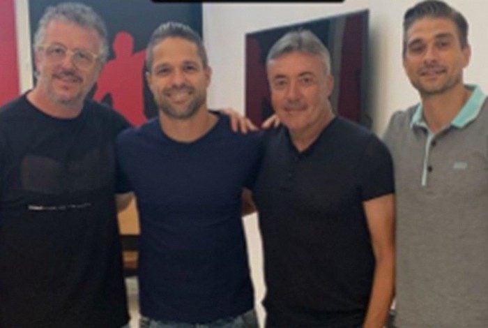 Jordi Guerrero, Diego, Dome Torrent e Julian Jimenez no Ninho do Urubu