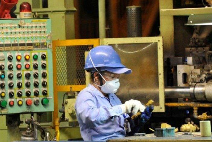 Levantamento ainda aponta que o faturamento real das indústrias continua crescendo