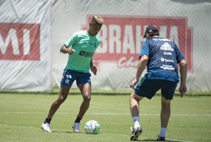 Bruno Henrique em atividade no Ninho - 17-11-2020