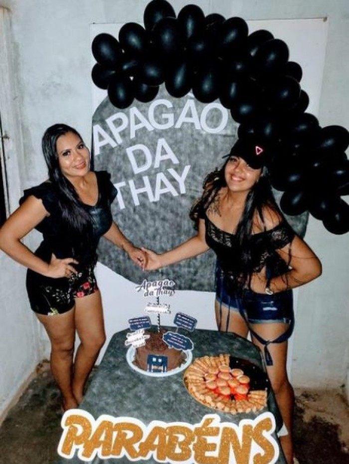 Amapaense comemora aniversário com o tema 'apagão' e viraliza na web
