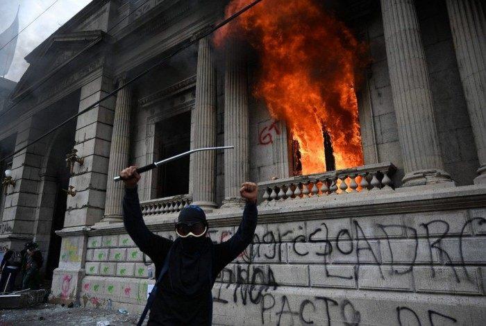 Manifestante em protesto na Guatemala