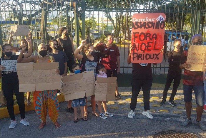 Manifestantes pedem demissão do CEO da Rede Carrefour no Brasil, Noel Prioux