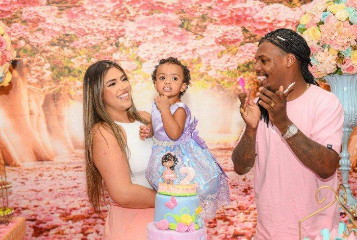 Mc Kekel e Sabrina Lacerda comemoram aniversário da filha Heloísa, em São Paulo