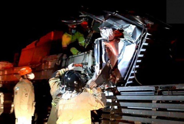 Motorista ferido se manteve consciente e se comunicava a todo momento com as equipes de resgate