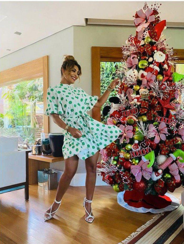 Juliana Paes mostra sua árvore de Natal
