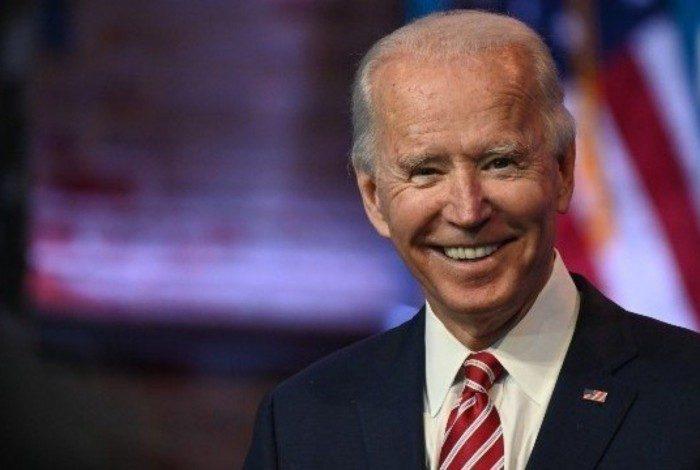 Joe Biden garante vacina gratuita à todos em publicação no Twitter