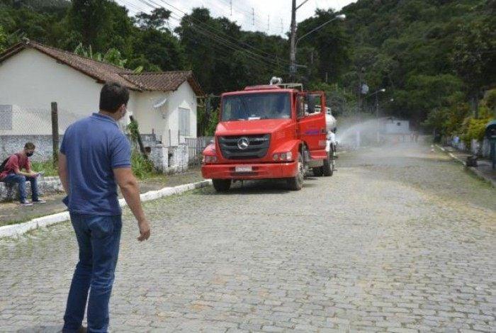 Prefeito Bernardo Rossi acompanha ação de higienização realizada pelo Comdep no bairro Bingen
