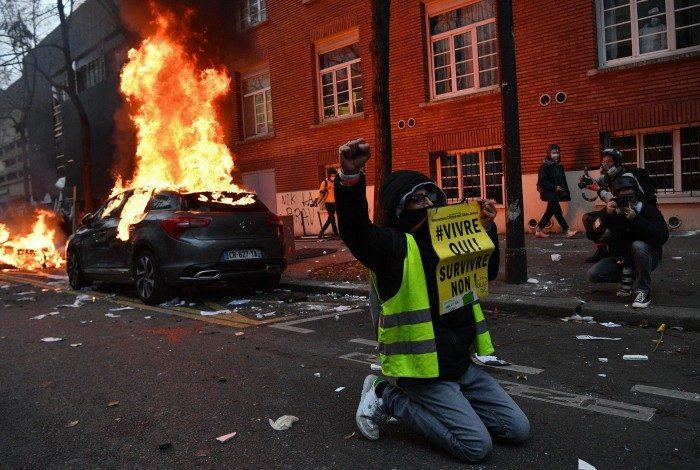 Protestos violentos em Paris