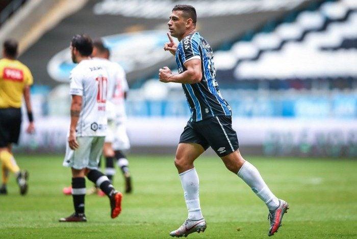 Grêmio vence o Vasco em Porto Alegre com dois de Diego Souza