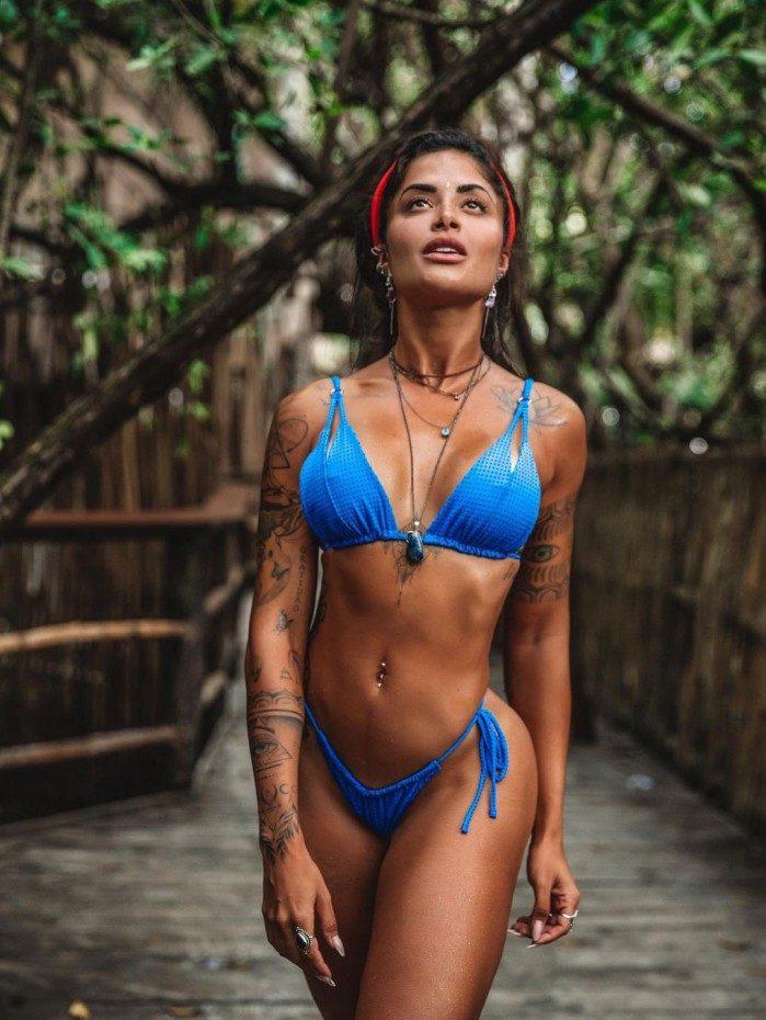 Aline Riscado em Tulum, no México