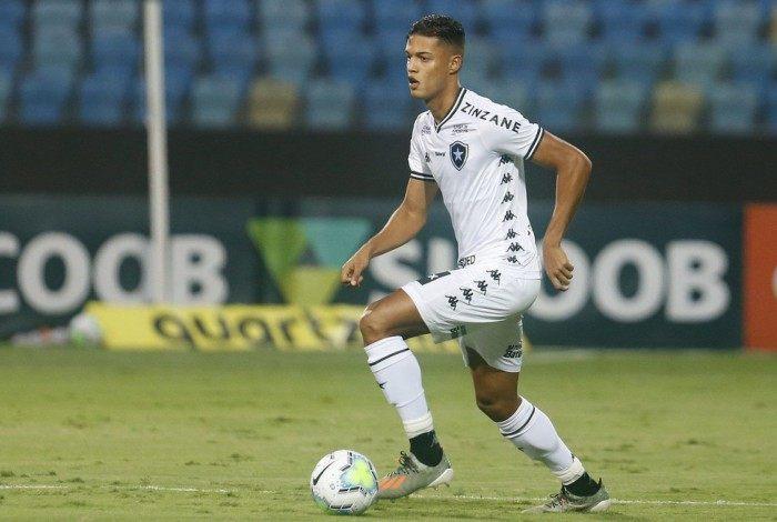 Sousa, zagueiro do Botafogo