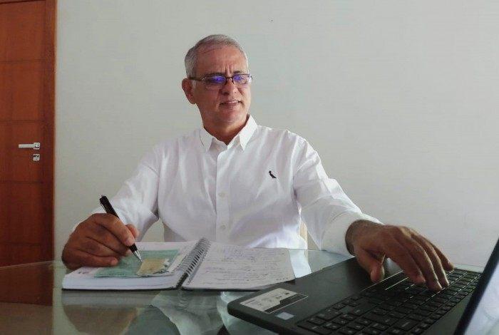 Sr. Helielcio ingressou na faculdade de Economia da FGV, mas por motivos de doença do pai, trancou o curso no 8º período.