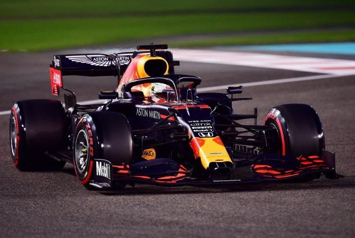 Verstappen supera Bottas e Hamilton e conquista última pole do ano na Fórmula 1
