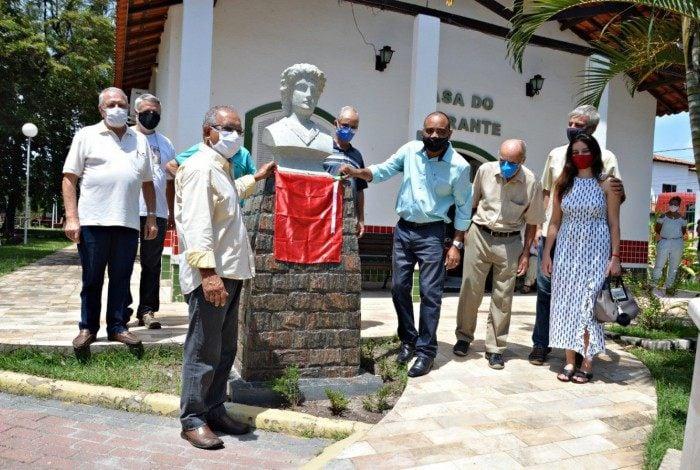 Apresentação do busto em homenagem a Clementina Tavernari