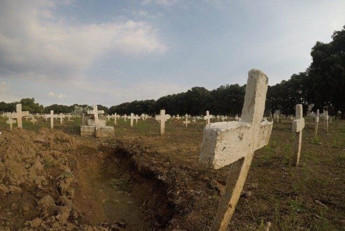 Hospitais e cemitérios lotados são o resultado da devastação causada pela covid-19 no Brasil
