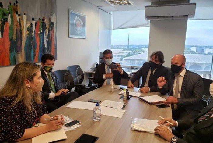 Prefeito Vinicius Claussen e vice Dr. Ari em agenda no Ministério da Saúde, em Brasília