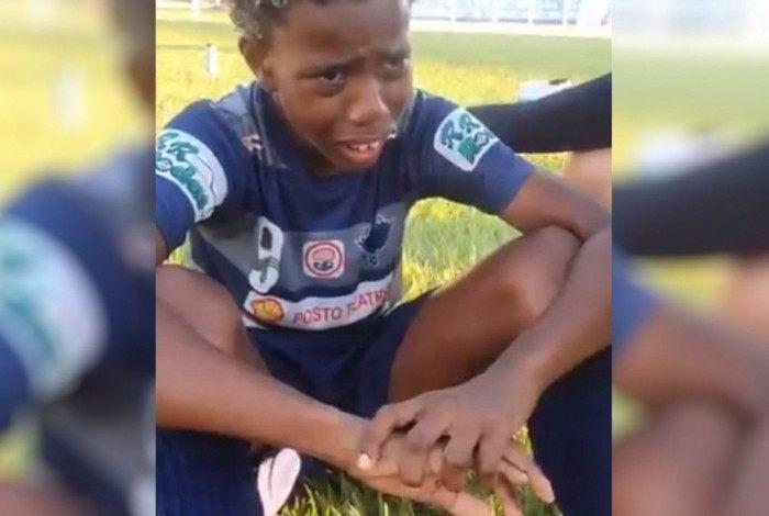 Garoto de 11 anos diz ter sofrido racismo em jogo de futebol