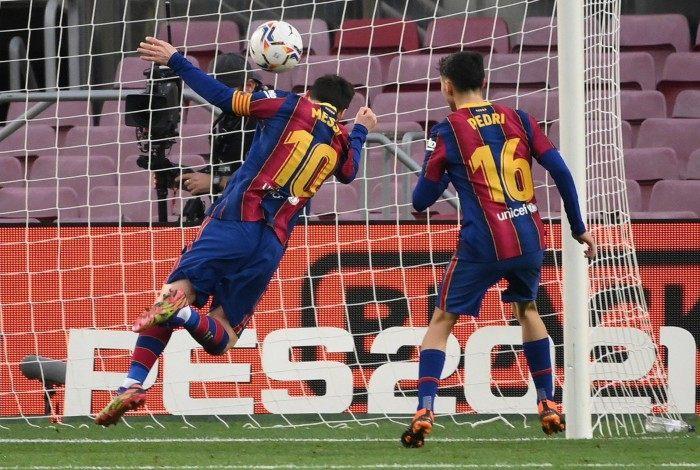De cabeça, Messi marcou seu gol de número 643 pelo Barcelona