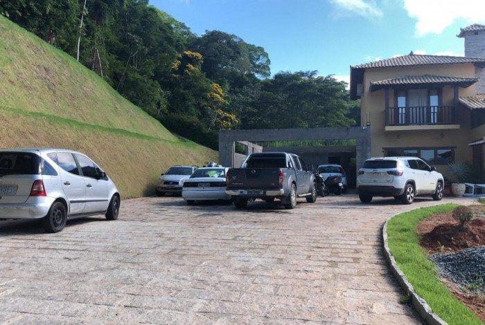 Diversos veículos - incluindo um jet ski e um Porsche, comprados com o dinheiro do lucro da operação - foram encontrados na casa de um dos presos