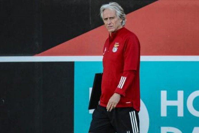 Jorge Jesus dirige o Benfica, time de melhor início em Portugal desde a década de 1980