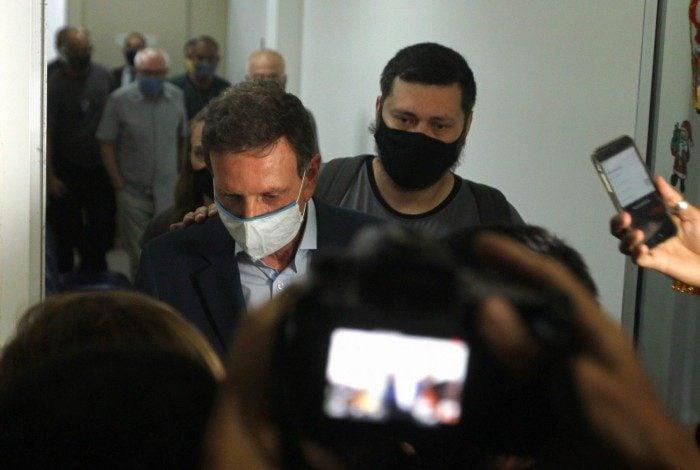 Prefeito do Rio, Marcelo Crivella é preso. Na foto, Crivella deixa a Cidade da Polícia