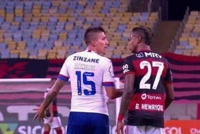 Bruno Henrique e Ramírez se estranharam em Flamengo x Bahia