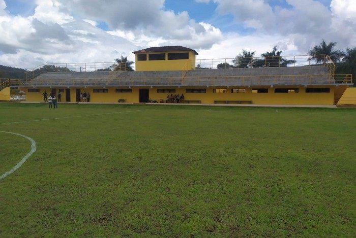De acordo com o secretário municipal de Esportes de Varre-Sai, José Carlos Estevão de Castro, o novo estádio pode ser considerado um dos melhores da região Noroeste Fluminense.