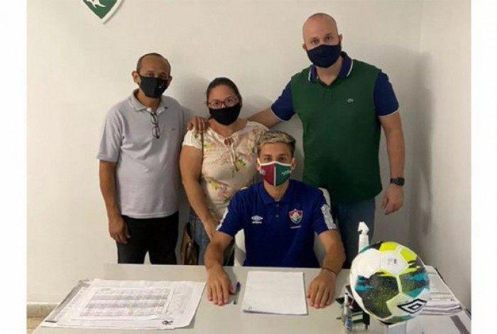 Gabriel Teixeira renovou com o Fluminense até 2023