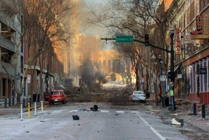 """As motivações da explosão ainda são desconhecidas, mas a mídia dos EUA diz que o idoso estava """"obcecado"""" com os supostos danos causados pela rede 5G"""