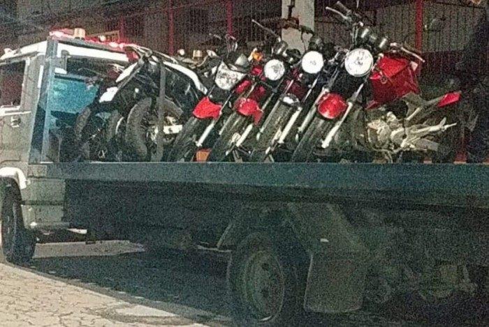 Motocicletas apreendidas durante fiscalização na noite de Natal