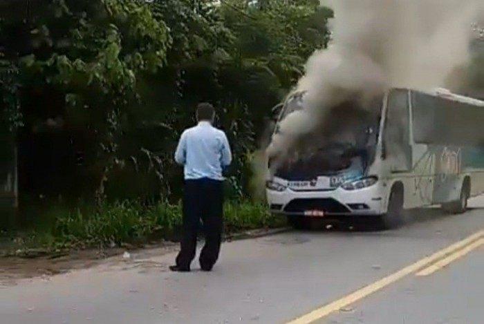 Veículo pegou fogo, mas ninguém ficou ferido