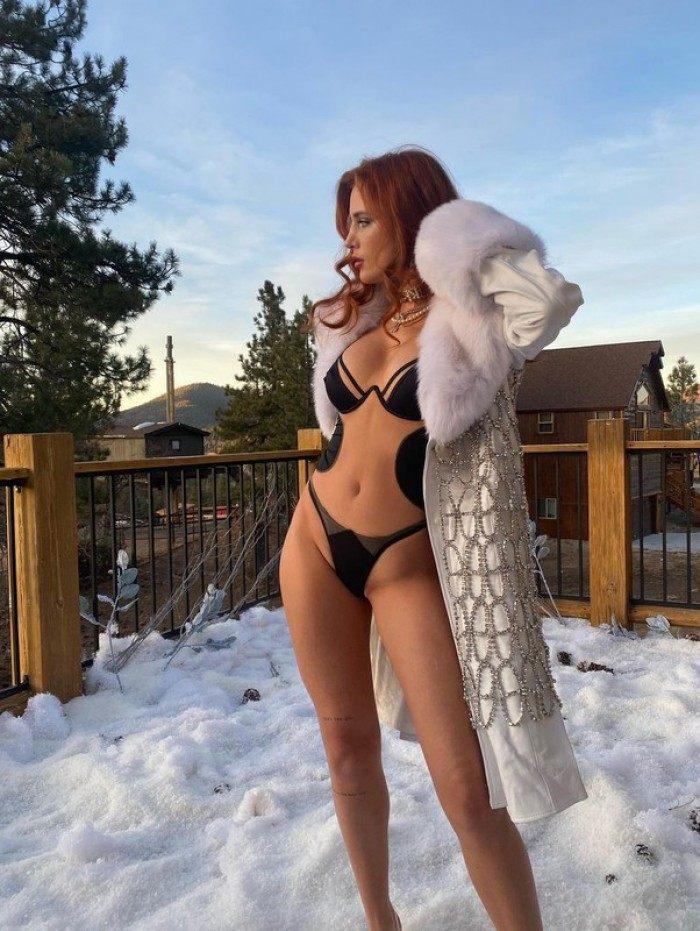Bella Thorne faz ensaio sensual em meio a neve
