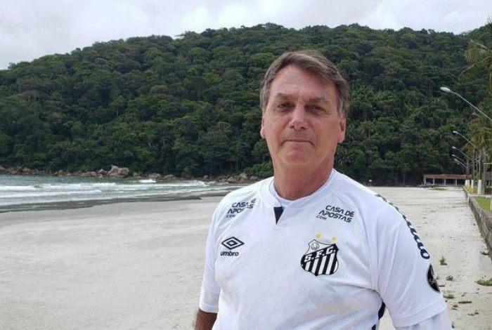 Bolsonaro participou de um jogo de futebol beneficente, na tarde desta segunda-feira na Vila Belmiro
