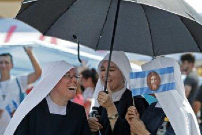 Grupo de freiras em uma missa celebrada pela Igreja católica argentina para rejeitar o projeto de legalização do aborto apresentado pelo presidente Alberto Fernández