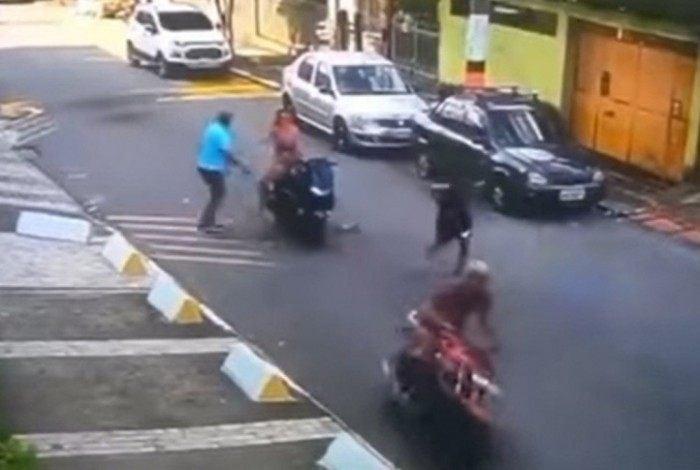 Bandidos correm ao perceberem a presença da PM