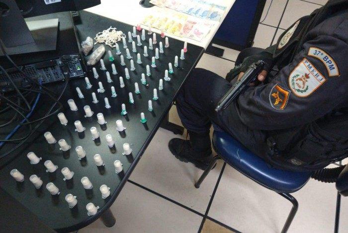 Após perícia, foram contabilizadas 60 gramas de cocaína, 16 gramas de crack e 16 gramas de maconha.