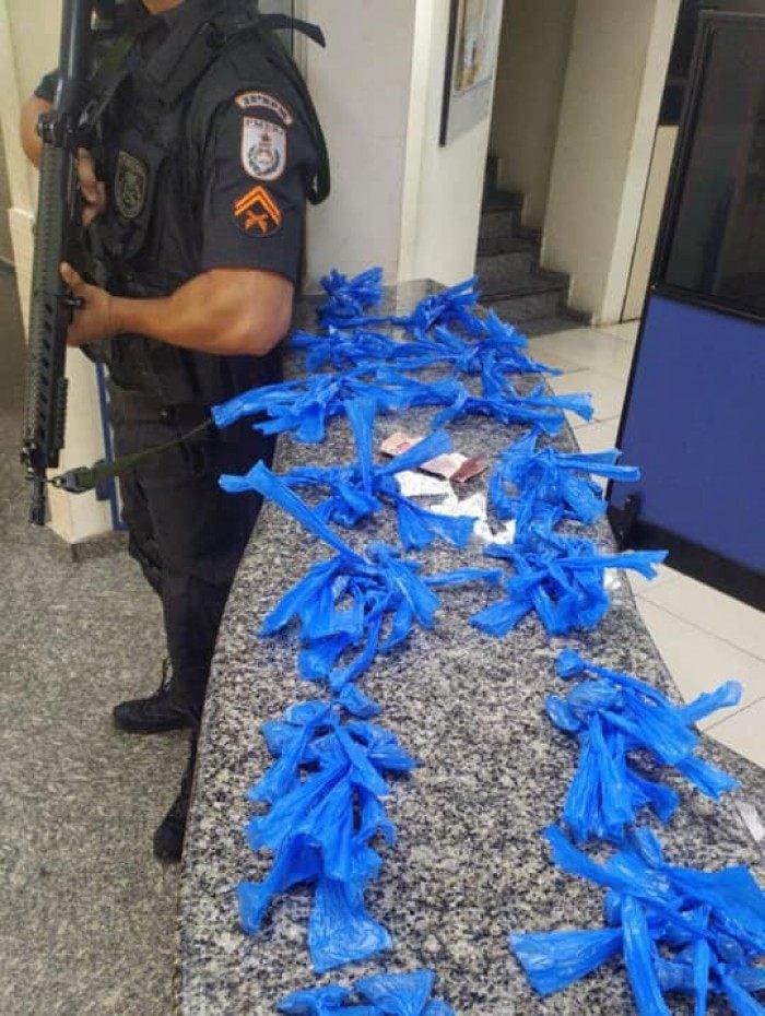 PM apreende 139 pinos de cocaína no Condomínio Minha Casa Minha Vida, no bairro Jardim Cidade do Aço
