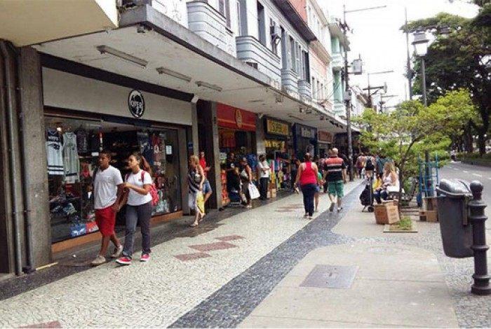 As lojas de rua são as mais prejudicadas nos dias de feriado, principalmente na região do Centro