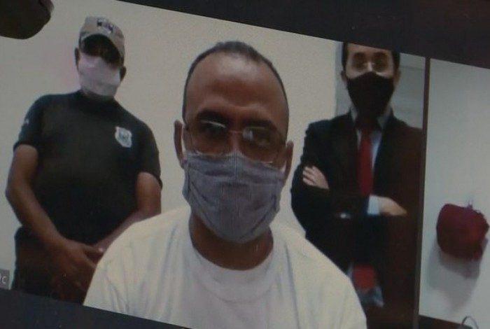 Vereador preso toma posse por videoconferência