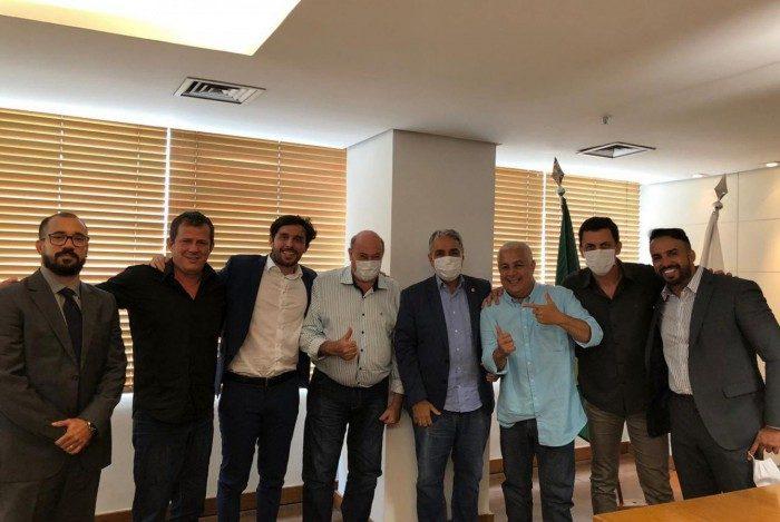 Da esquerda para a direita: Procurador Geral - Victor Rosa; Fabinho Taciano; Haroldo de Jesus; José Domingos; o presidente da Alerj, André Ceciliano; Fabinho, Sandro da Hermínio e Julinho.
