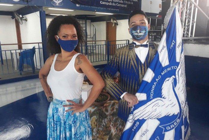 Casal de mestre-sala e porta-bandeira Marlon Lamar e Lucinha Nobre
