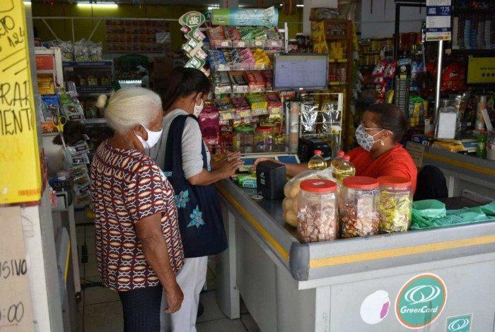 Entrada de idosos fica permitida somente entre 8h e 10h em mercados