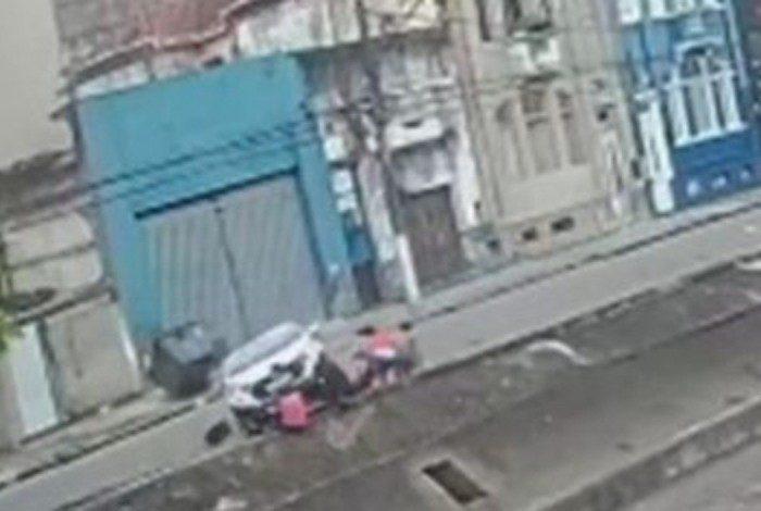 As câmeras de segurança flagraram o momento do acidente