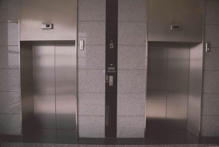 Tragédia! Idoso morre esmagado por elevador enquanto fazia manutenção da estrutura