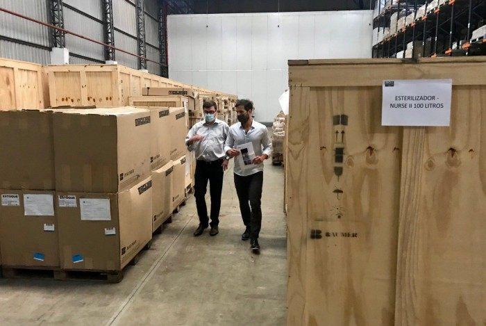 Prefeitura do Rio encontra equipamentos para a Saúde 'esquecidos' em depósitos