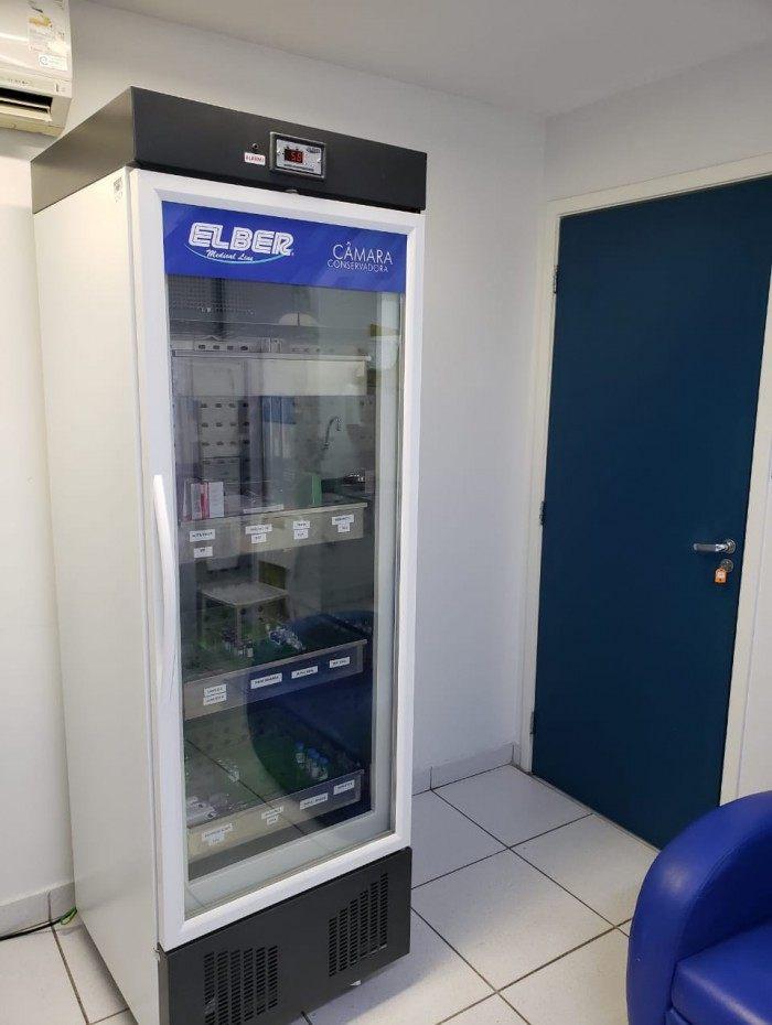 Para garantir a qualidade das vacinas, as geladeiras domésticas das salas de imunização estão sendo substituídas por novas câmaras de conservação, em um total de 90
