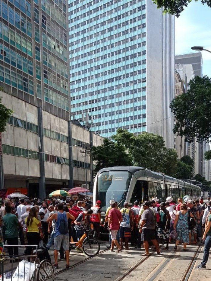 Acidente com VLT no Centro do Rio