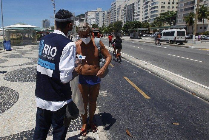 Rio de Janeiro 17/01/2021 - Secretaria Municipal de Saúde durante ação em Copacabana. Foto: Luciano Belford/Agencia O Dia